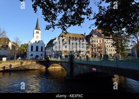 France, Alsace, Bas Rhin, Strasbourg, Quai des Bateliers and Sainte Madeleine church - Stock Photo