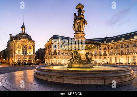 Fountain of the Three Graces, Place De La Bourse, Bordeaux, UNESCO-Weltkulturerbe, Gironde, Aquitanien, Frankreich, - Stock Photo