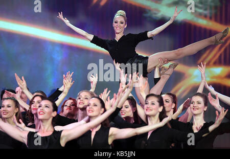 Zwickau, Germany. 27th Sep, 2017. Dancer Melanie Wolf (top) performs with the German TV Ballet during the recording - Stock Photo