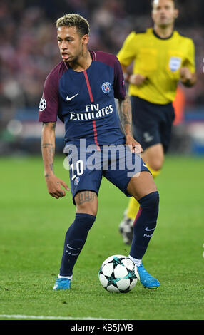 Paris, France. 27th Sep, 2017. Paris' Neymar in action during the Champions League football match between Paris - Stock Photo