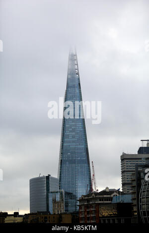 The Shard, London, UK. 28th Sep, 2017. UK Weather. Low clouds covers the top of The Shard Credit: Dinendra Haria/Alamy - Stock Photo