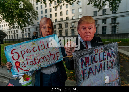 London, UK. 28th September 2017. 28th Sep, 2017. A campaigner holds a 'No to Trump No to war' placard at the Stop - Stock Photo