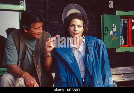 Die Hütte am See, Mini-Fernsehserie, Deutschland 1991, Darsteller: Pierre Brice, Gudrun Landgrebe - Stock Photo