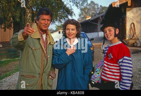 Die Hütte am See, Mini-Fernsehserie, Deutschland 1991, Darsteller: Pierre Brice, Gudrun Landgrebe. Dominik Henz - Stock Photo