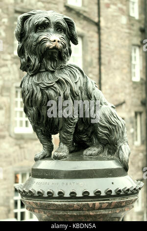 Statue, a memorial to Greyfriars Bobby, at the corner of Candlemaker Row and George IV Bridge, Edinburgh, Scotland - Stock Photo
