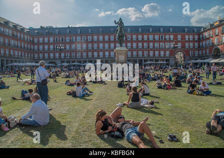 Madrid, Spain. 29th September, 2017. An artistic urban installation covers the Spanish Plaza Mayor with grass to - Stock Photo