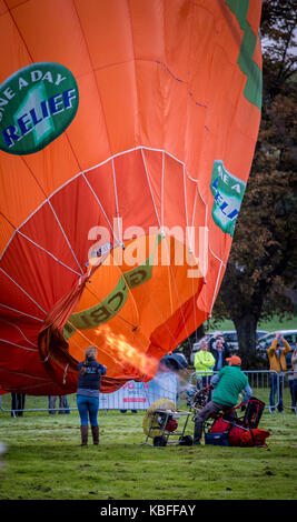 York, UK. 30th September, 2017. A mass balloon launch took place at sunrise from York Knavesmire as part of the - Stock Photo
