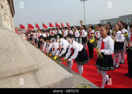 Beijing, China. 30th Sep, 2017. A ceremony is held to pay tribute and lay floral baskets to the people's heroes - Stock Photo