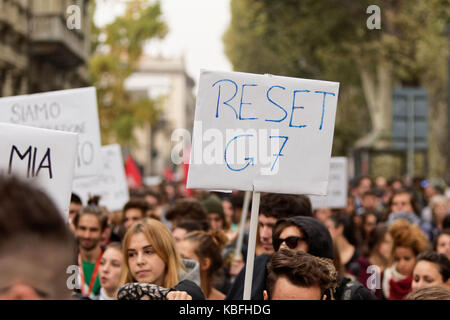 Torino, Italy. 29th September 2017. Student rally against G7 summit. MLBARIONA/Alamy Live News - Stock Photo