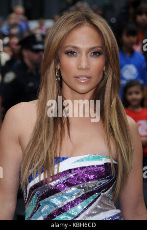 _NY1_Jennifer Lopez_Marc Anthony_Be Extraordinary_061010_08.JPG  NEW YORK - JUNE 10: Jennifer Lopez and Marc Anthony - Stock Photo