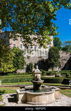 Statue jardin de la fontaine nimes gard france stock photo royalty free image 100098120 - Petit jardin proven nimes ...