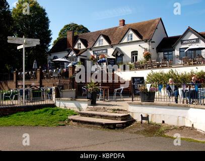 The Fleet Inn on the banks of the River Avon,  Twyning, Tewkesbury, Gloucestershire, UK - Stock Photo