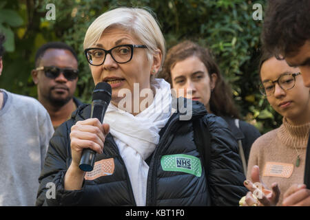 London, UK. 30th September, 2017. Zrinka Bralo of  Migrants Organise speaks at the start of the march by the MIgrants - Stock Photo
