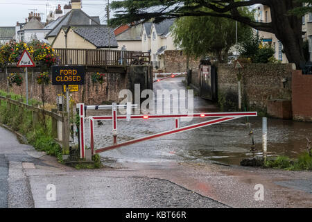 Sidmouth, Devon, 1st Oct 17 Heavy overnight rain brought rising levels in the River Sid at Sidmouth, and forced - Stock Photo