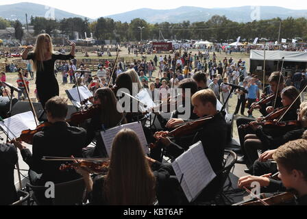 Crimea, Russia. 30th Sep, 2017. Musicians perform at the WineFest grape harvesting and wine making festival at the - Stock Photo