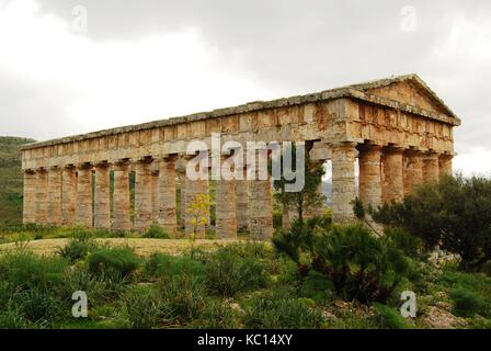 eThe ancient Greek Temple of Poseidon - Neptune at Segesta, Sicily near Trapani. Doric style. Early 5th century - Stock Photo