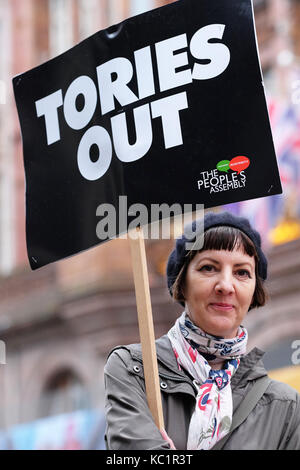 Manchester, UK. 1st October, 2017. Conservative Party Conference, An anti Tory protester outside the Midland Hotel - Stock Photo