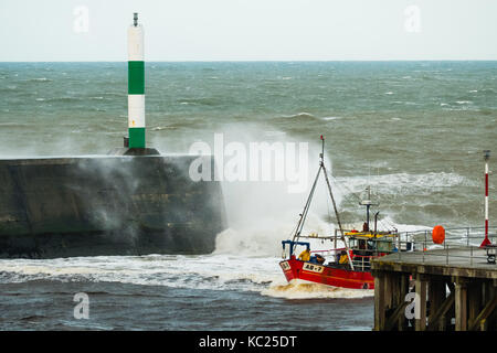 Aberystwyth Wales UK, Monday 02 October 2017 UK Weather: A small inshore fishing boat heads for the safety of the - Stock Photo
