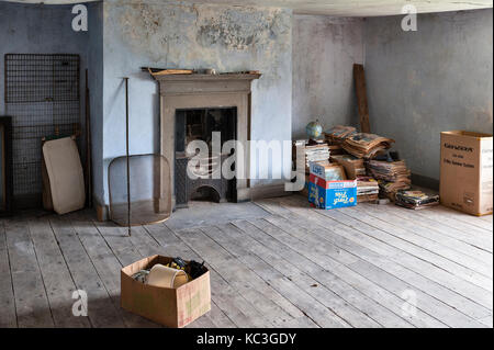 UK. An empty room in an old house awaiting sale and renovation - Stock Photo
