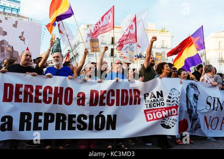 Madrid, 1st october, 2017.  Hundreds of people are participating in a demonstration of support about the referendum - Stock Photo