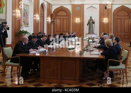 Ashgabat, Turkmenistan. 2nd Oct, 2017. Russian-Turkmen talks at Oguzkhan Presidential Palace. Credit: Mikhail Metzel/TASS/Alamy - Stock Photo