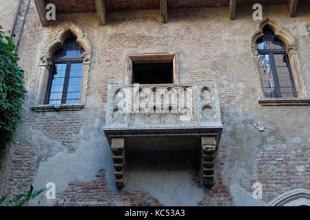 Balkon am Haus der Julia, Casa di Giulietta, Verona, Venetien, Veneto, Italien, Europa  Balcony at Juliet's House, - Stock Photo