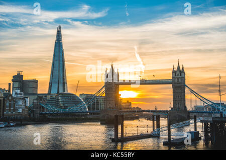 Themse, Themse, Tower Bridge, The Shard, Sonnenuntergang, Wasserspiegelung, Southwark, St Katharine's & Wapping, London, England