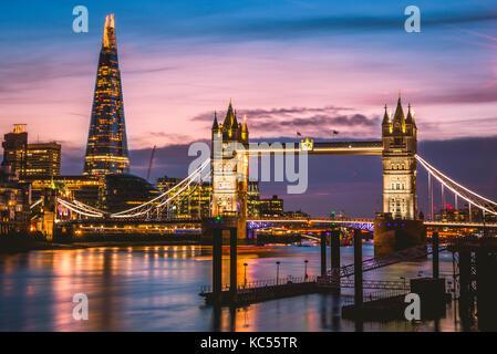 Themse, Tower Bridge, The Shard, Sunset, Night view, Illuminated, Water reflection, Southwark, St Katharine's & - Stock Photo