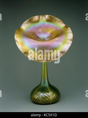 Jack-in-the-Pulpit Vase, ca. 1900–1920, Made in Brooklyn, New York, New York, United States, American, Iridescent - Stock Photo