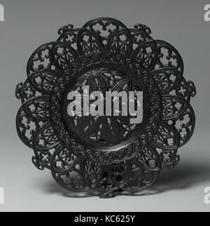 Plate, probably mid-19th century, Russian, Kyschtymsk (Kyshtym), Iron, cast and patinated, 3/4 × 8 5/8 in. (1.9 - Stock Photo
