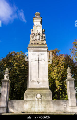 The Southampton Cenotaph is a stone memorial dedicated to the casualties of the First World War at Watts Park in - Stock Photo