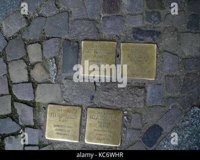 BERLIN GERMANY - PLAQUES AU SOL DE JUIFS DEPORTES DANS LES CAMPS - BERLIN STREET - NAZIS VICTIMS - VICTIMS SOUVENIR - Stock Photo