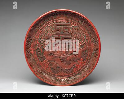 明嘉靖 剔紅雲龍捧聖紋漆盤, Tray with dragon and Chinese characters, 1522–1566 - Stock Photo