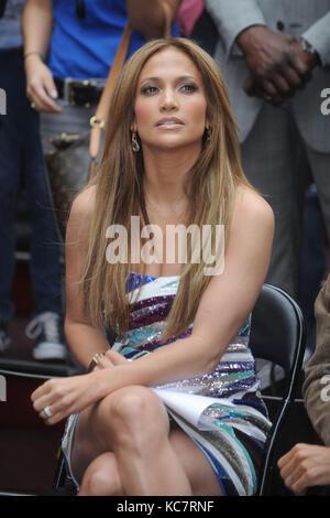 SMG_NY1_Jennifer Lopez_Marc Anthony_Be Extraordinary_061010_10.JPG  NEW YORK - JUNE 10: Jennifer Lopez and Marc - Stock Photo