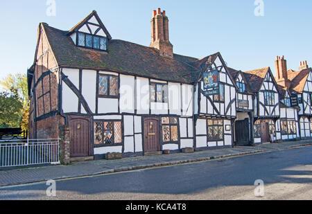 Old Amersham, Buckinghamshire, Kings Arms Pub, High Street, Chilterns; England, - Stock Photo