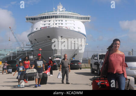 Fort Lauderdale, Florida, USA. 03rd Oct, 2017. Victims of Hurricane Maria arrive at Port Everglades in Fort Lauderdale, - Stock Photo