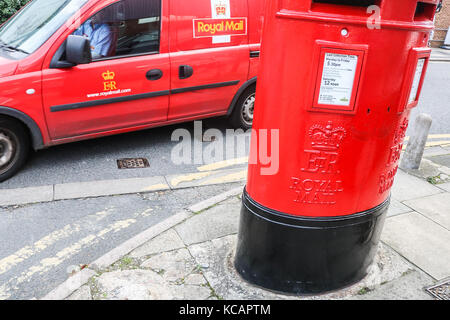 Wimbledon London, UK. 4th Oct, 2017. Royal Mail staff have voted in favour of industrial strike action in a dispute - Stock Photo