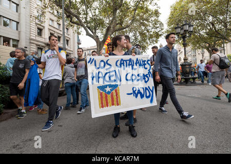 Barcelona, Spain. 03 October 2017. Firefighters, students and people march against violence. Thousands protest and - Stock Photo
