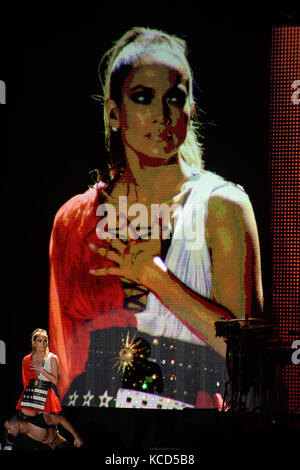 MIAMI, FL - OCTOBER 29: Jennifer Lopez performs at the Jennifer Lopez Gets Loud for Hillary Clinton at GOTV Concert - Stock Photo