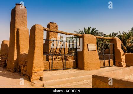 A traditional well in a mudbrick village, Riyadh Province, Saudi Arabia - Stock Photo