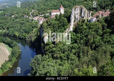 ST-CIRQ LAPOPIE, FRANCE, June 21, 2015 : Position of the village, perched on a steep cliff 100m above the river - Stock Photo