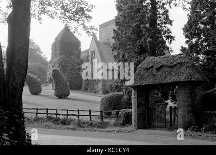 All Saints Church, Brockhampton, near Ross-On-Wye, Herefordshire. The lych gate with church in the background. This - Stock Photo
