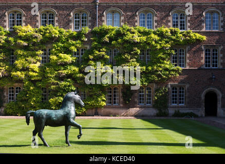 Jesus College, Jesus Lane, Cambridge, Cambridgeshire. First Court, Bronze Horse, 1983, by Barry Flanagan. Photographed - Stock Photo