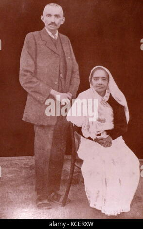 Mohandas Karamchand Gandhi with his wife Kasturba 1913. Gandhi (2 October 1869 – 30 January 1948), was the preeminent - Stock Photo