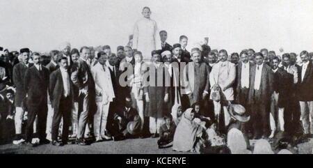 Mohandas Karamchand Gandhi, addressing Indian community in South Africa, 1910. Gandhi established an idealistic - Stock Photo