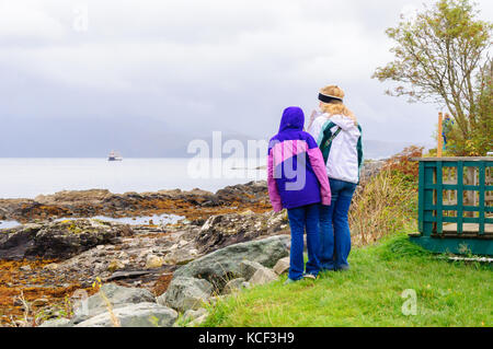 Isle of Skye, Scotland, UK. 4th October, 2017. UK Weather:  Mother and daughter waiting the arrival of the Calmac - Stock Photo