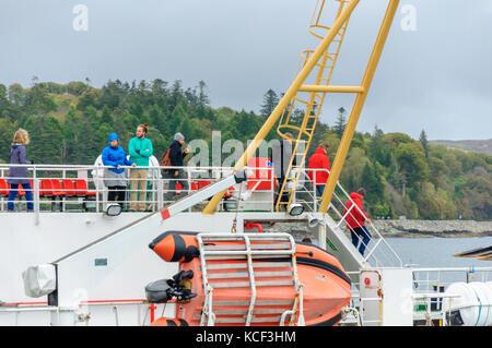 Isle of Skye, Scotland, UK. 4th October, 2017. UK Weather:  Passengers prepare to disembark as the Calmac Ferry - Stock Photo