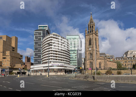 The Mercure Liverpool Atlantic Tower Hotel and The Church of Our Lady and Saint Nicholas, Liverpool, UK - Stock Photo