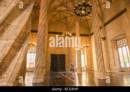 La Lonja Valencia, view of the gothic main hall, or Contracts Hall, of the La Lonja building in Valencia, with spiral - Stock Photo