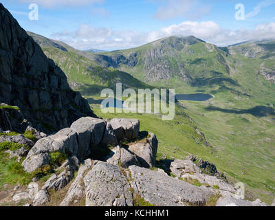 A view from the north ridge of Tryfan across Cwm Bochlwyd and Cwm Idwal to the mountain of Y Garn, Ogwen Valley, - Stock Photo